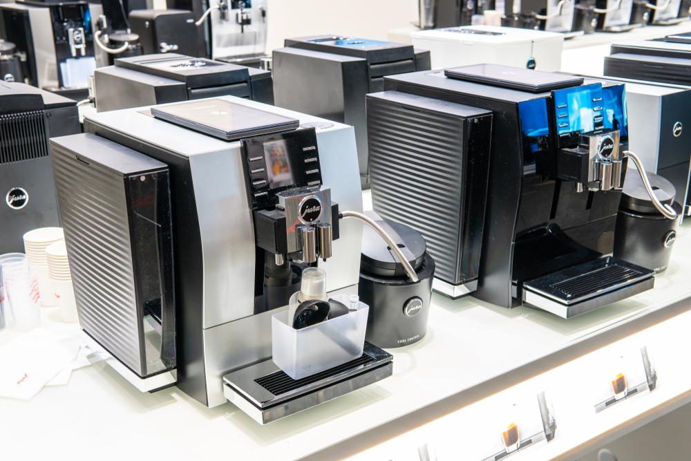Kaffeevollautomaten mit Milchschlauch