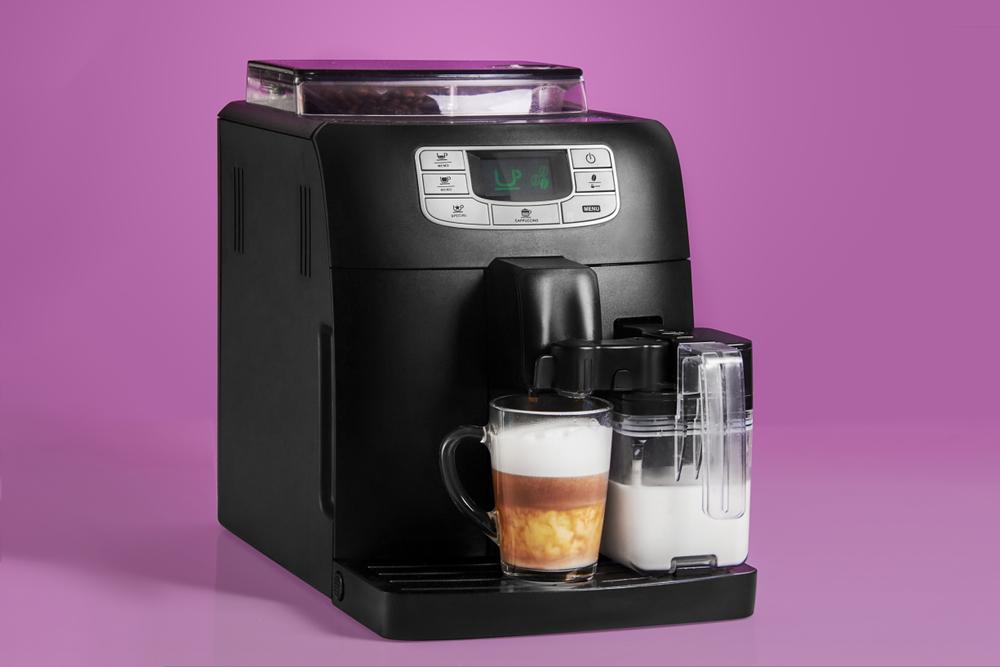 Kleiner Kaffeeautomat mit Milchtank